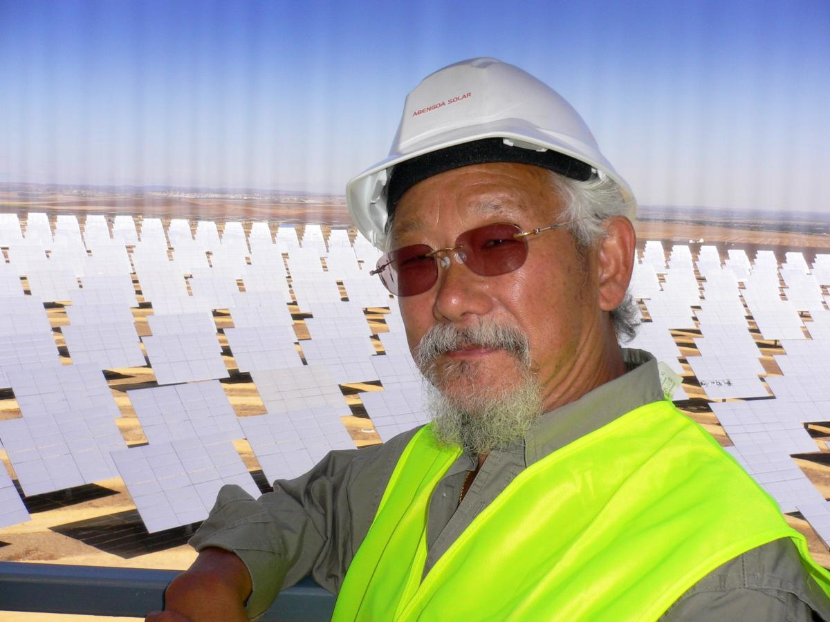 David Suzuki visits the Abengoa Solar facility in
